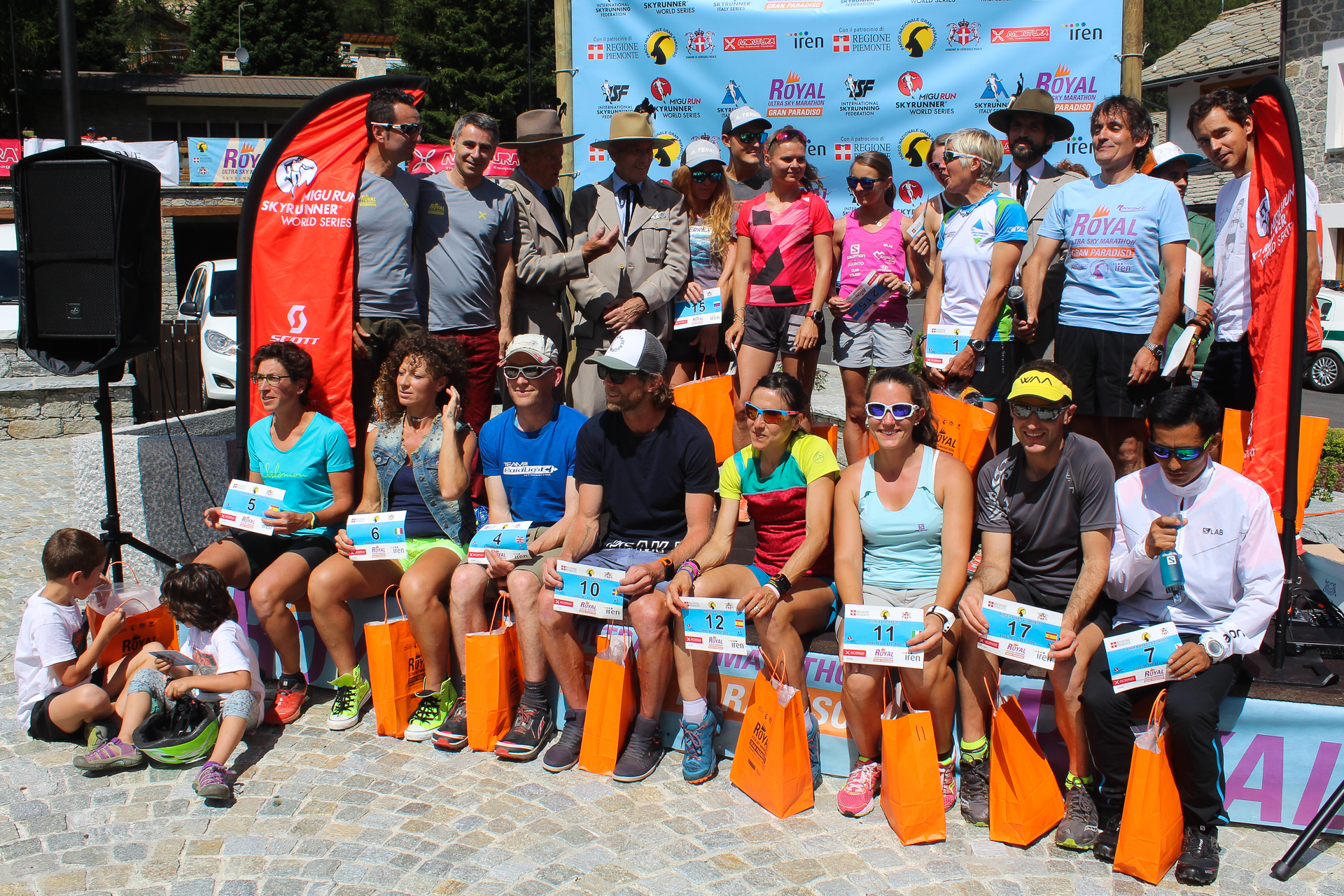 Royal Ultra Skymarathon Gran Paradiso. Wręczanie numerówRoyal Ultra Skymarathon Gran Paradiso. Wręczanie numerów