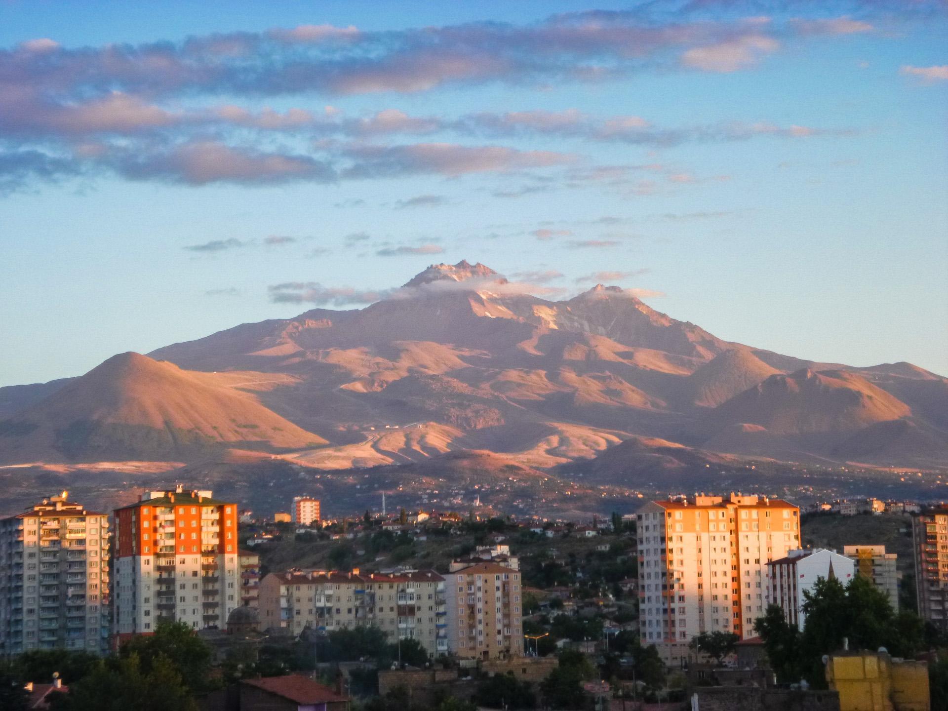 Wulkan Erciyes 3918 m n.p.m., Kayseri, Turcja