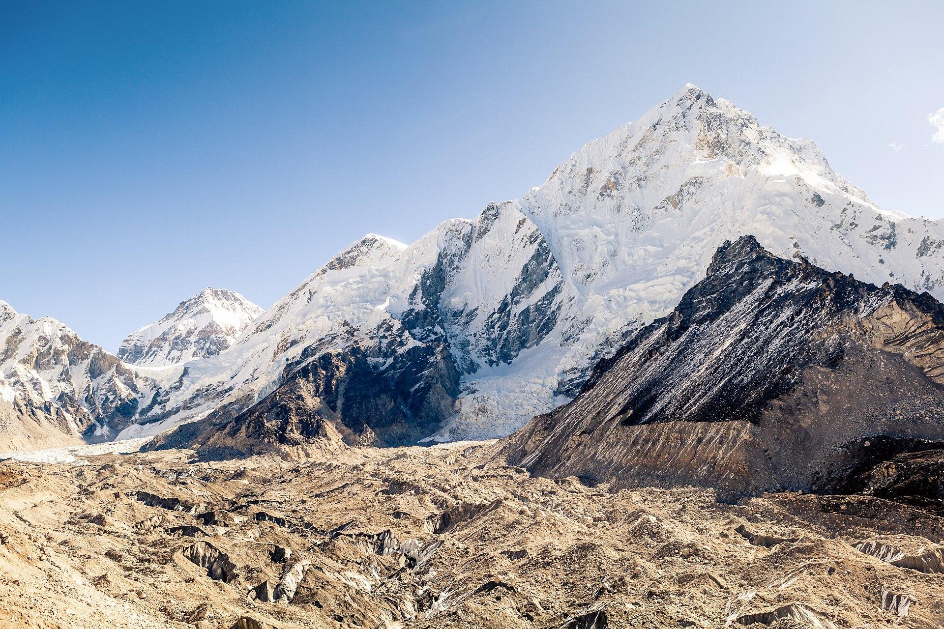 Szczyty Lotse i Nuptse, lodowiec Khumbu, Himalaje, Nepal